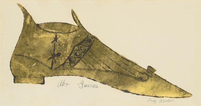 Chiếc giầy làm từ lá vàng mỏng