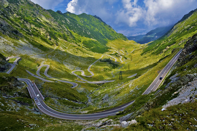 Wide view over the northern Transfagarasan