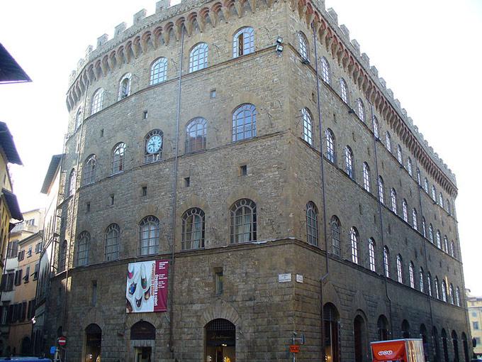Cửa vào chính của trụ sở Palazzo Spini Feroni. Ảnh: ThePaperBlog