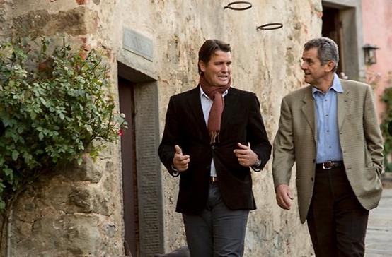 Chủ tịch tập đoàn Salvatore Ferragamo, ông Ferruccio Ferragamo và con trai ông, Salvatore. Nguồn: TheAustralian