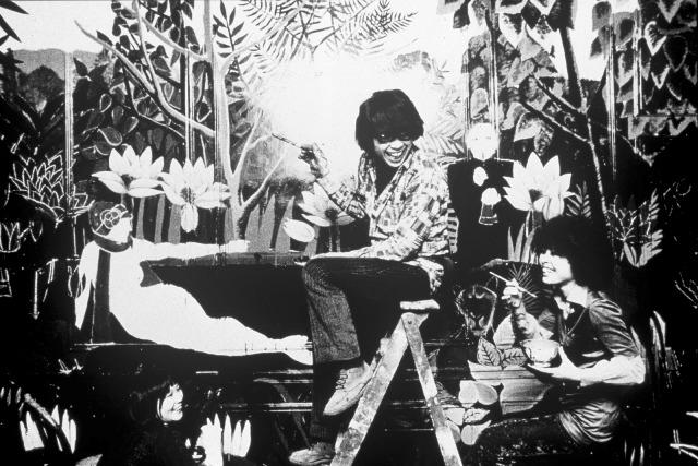 KENZO_1970_Kenzo-Takada-in-the-first-KENZO-Shop-in-Galerie-V