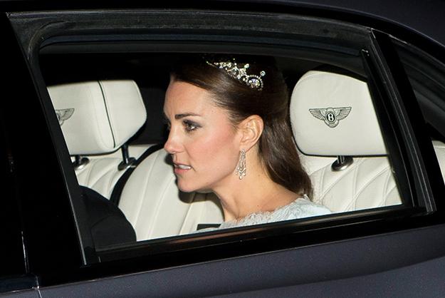 Công nương Kate Middleton lần thứ 2 đeo vương miện.