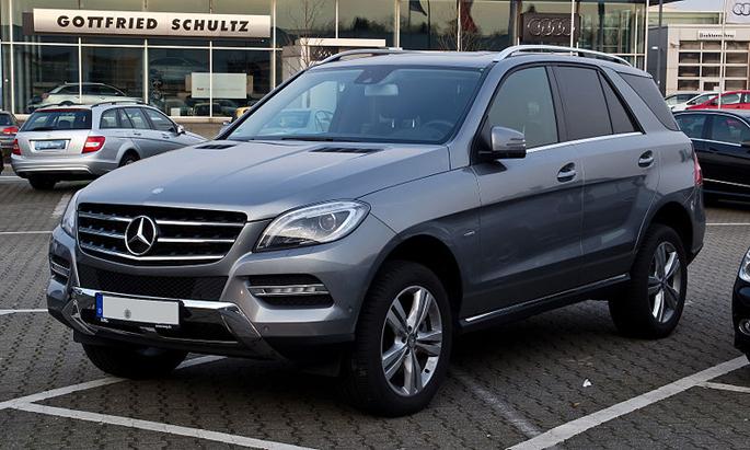 800px-Mercedes-Benz_Mclass