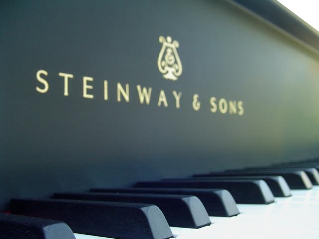 steinway_logo_upclose_3