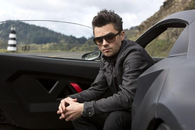 Trong phim, nhân vật phản diện Dino Brewster sở hữu nhiều siêu xe nhất