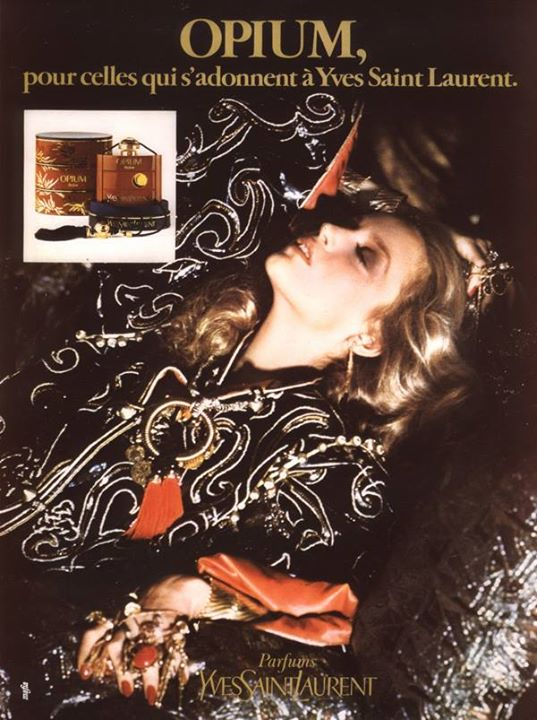 JerryHall trong poster quảng cáo YSL Opium 1977