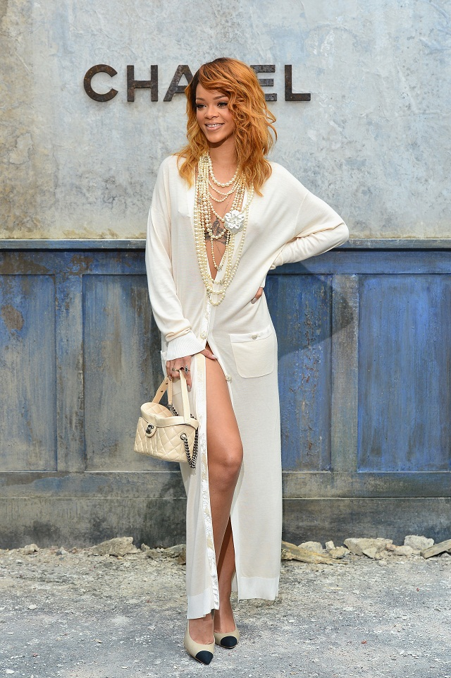 Rihanna diện đồ Chanel tại Paris Couture Week