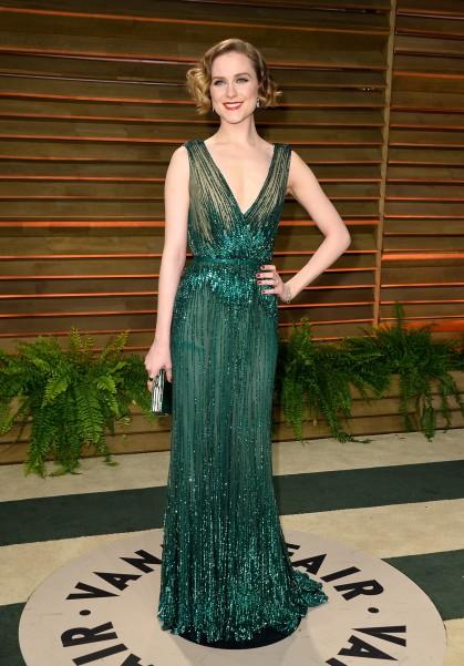 Evan Rachel Wood mang xắc tay judith Leiber tới Oscar 2014