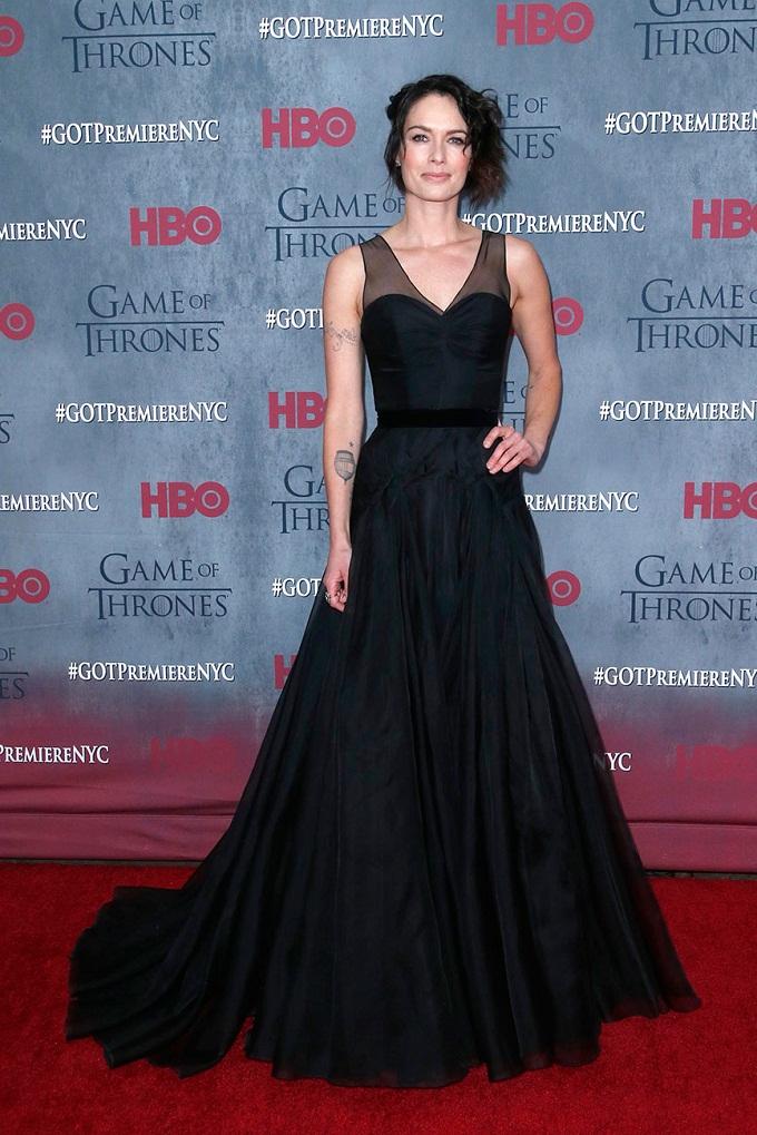 Lena Headey quyến rũ trong mẫu váy A-line của Jenny Packham