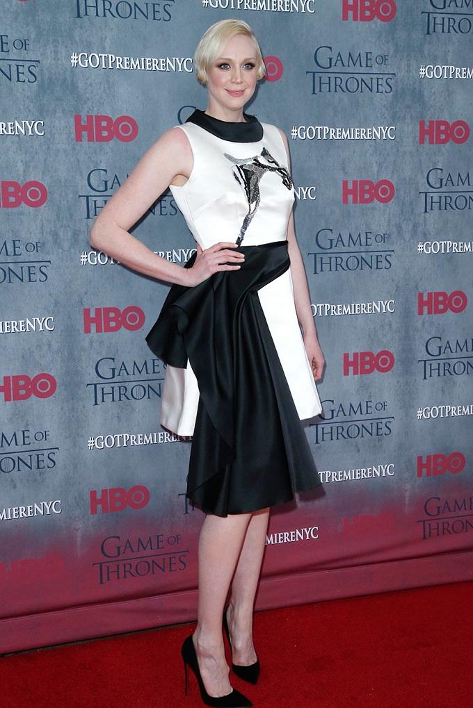 Gwendoline Christie tự tin trong trang phục của Giles
