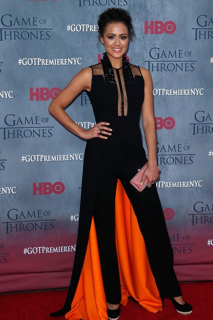 Nathalie Emmanuel cá tính trong trang phục màu đen