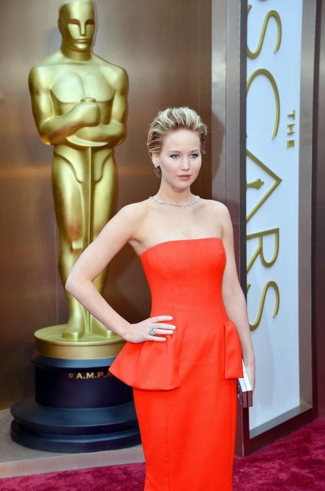 """Jennifer Lawrence xinh đẹp trong trang phục Dior, vẫn """"vồ ếch"""" như Oscar năm ngoái"""