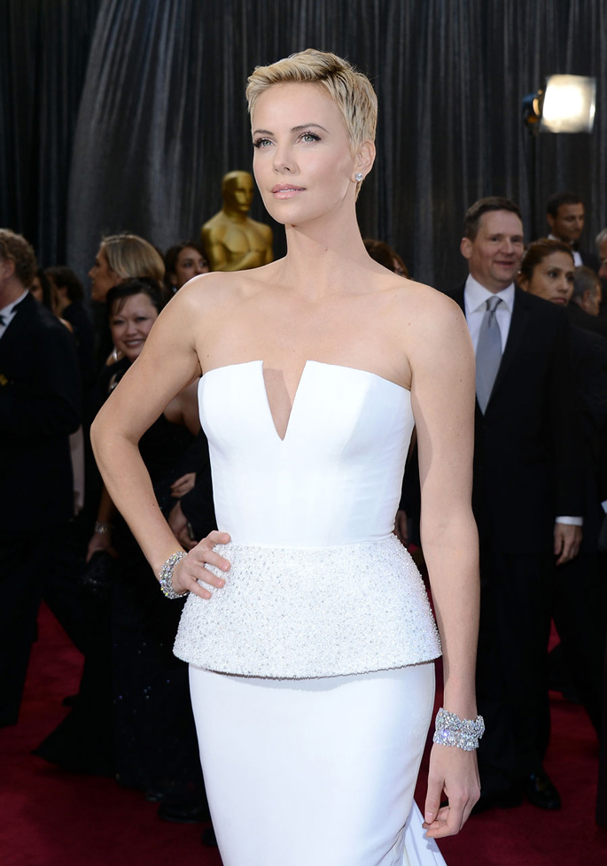Oscars-Harry-Winston-CHARLIZE-THERON