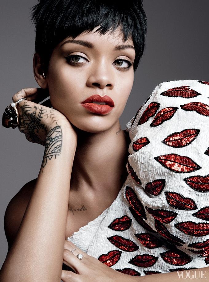 Rihanna-Vogue-3