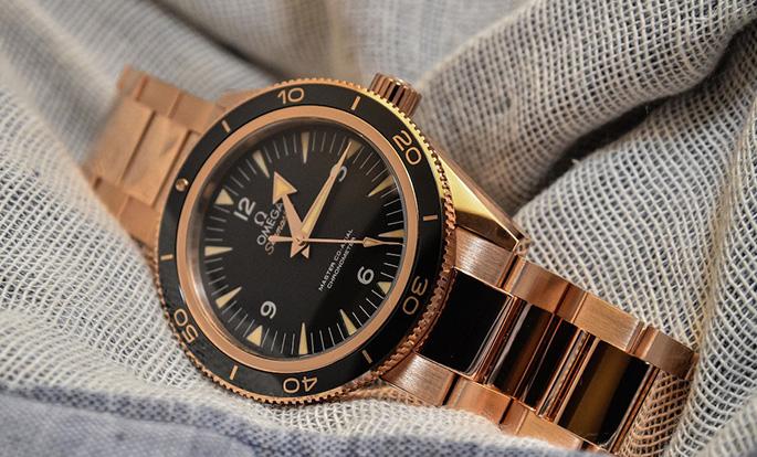 Omega-Seamaster-300-black-gold-(1)