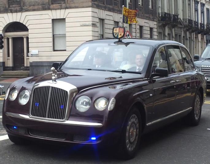 Queens_Bentley_displaying_l