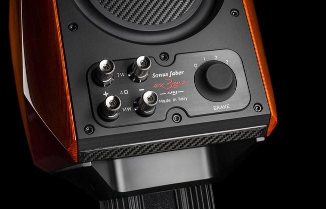Người dùng có thể tự điều chỉnh tần số cắt để phù hợp với âm học của phòng nghe