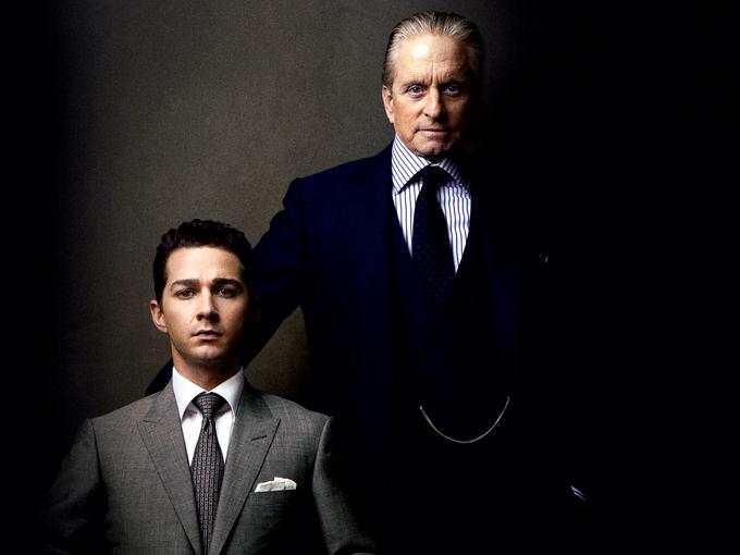 Michael Douglas và Shia LeBouf mặc suit trong phim Wall Street: Money Never Sleeps