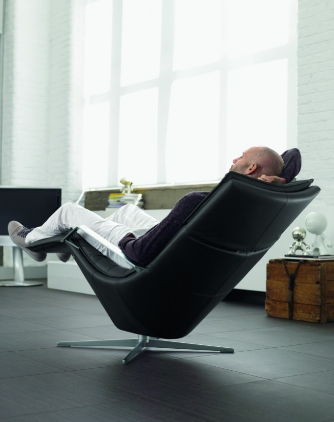 2-Contemporary-black-recliner-chair-665x841