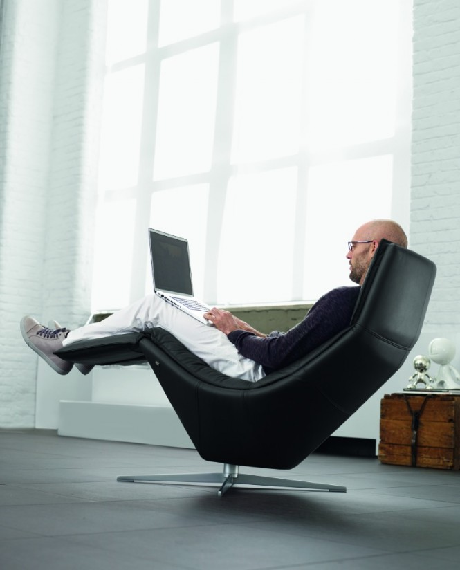 3-Black-relaxer-chair-665x824