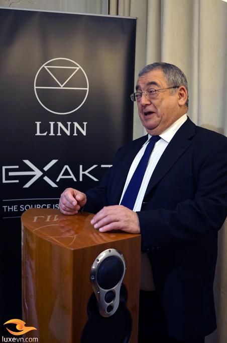 Ông Ivo Tiefenbrun giải đáp thắc mắc của các audiophile thủ đô