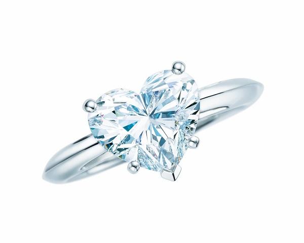 Nhẫn đính kim cương hình trái tim của Tiffany & Co.