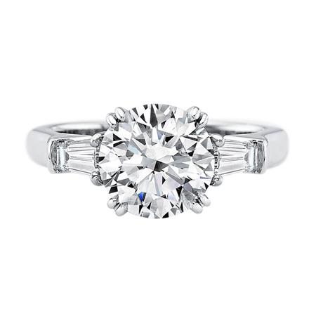 Nhẫn đính kim cương tròn của hãng Harry Winston