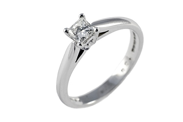 princess-cut-diamond-solitaire-engagement-ring-platinum-carat-most-popular-wedding-ring-cuts