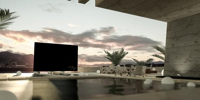 Chủ sở hữu chiếc Titan Zeus đầu tiên đã đặt nó ở phía cuối bể bơi trong sân nhà