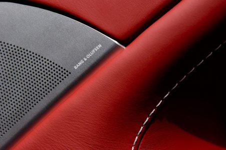Chiếc siêu xe trang bị nội thất cực kỳ sang trọng với hệ thống âm thanh do Bang&Olufsen đảm nhiệm