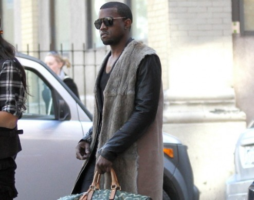 Kanye-West-with-Louis-Vuitton-handbag-494x390 (1)