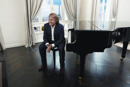 Danh cầm Richard Clayderman sẽ biểu diễn cùng nghệ sĩ Bùi Công Duy trong đêm diễn duy nhất tại Hà Nội