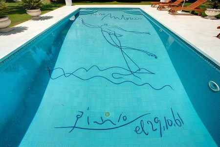 item1.rendition.slideshowHorizontal.art-pools-02-picasso-marabella-spain