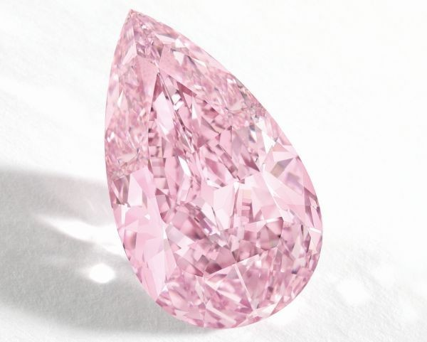 Viên kim cương hình trái lê, màu hồng ánh tím, trọng lượng 8,41 carat, độ trong IF, dòng Fancy Vivid.