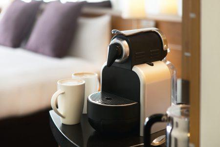 Máy pha cà phê đang là thứ mà du khách muốn có trong căn phòng nghỉ sang trọng của họ