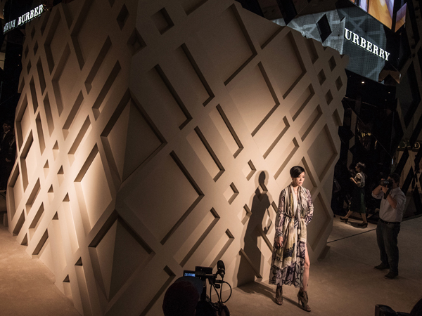 luxevn-burberry-art-of-the-trench-3