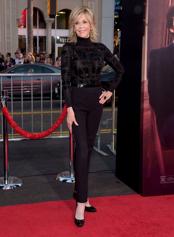 """Nữ diễn viên kì cựu Jane Fonda xuất hiện đầy ấn tượng tại buổi ra mắt bộ phim mới """"This is Where I Leave You"""" trong một thiết kế của Versace Atelier dành tặng riêng cho bà"""