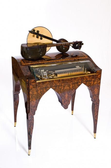 Chiếc máy nghe nhạc cơ khí chắt lóc tinh hoa văn hoá truyền thống Azerbaijan