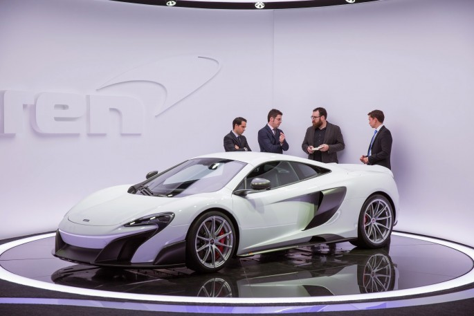 2016-mclaren-675lt-front-three-quarters