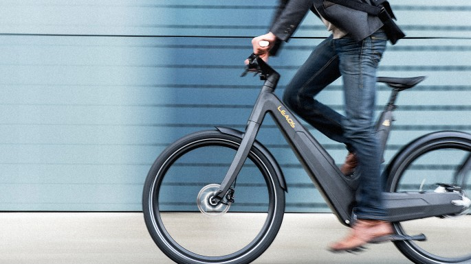 3041717-poster-p-1-this-sleek-electric-bike-runs-on-solar-power-so-you-never-need-to-plug-it-in