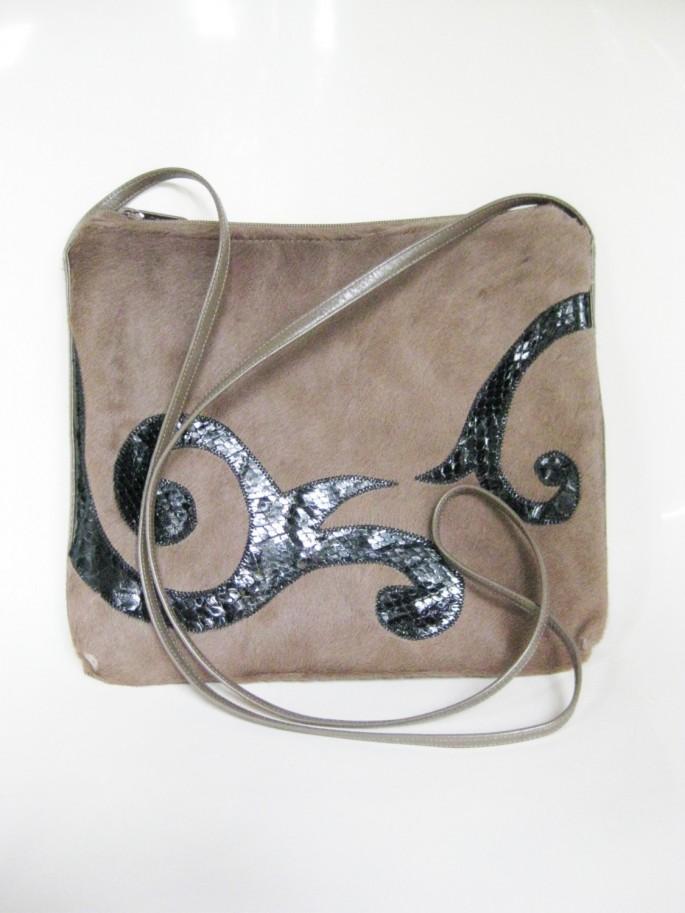 Túi kết hợp da bò với da trăn của Carlos Falchi