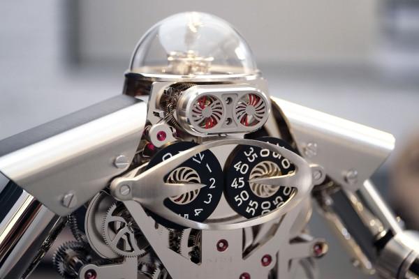 Melchior-robot-clock-600x400
