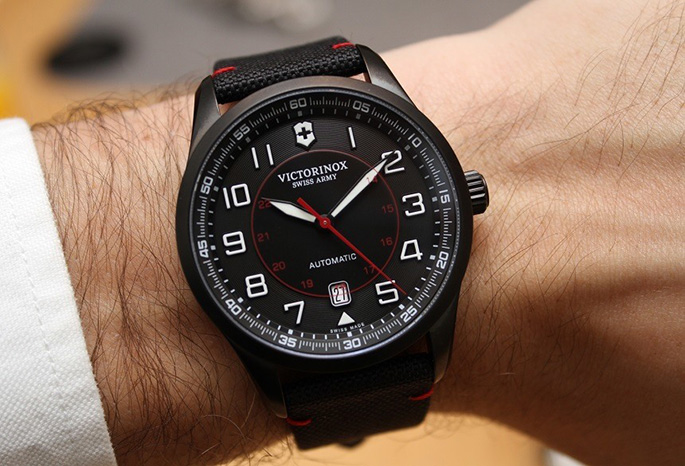 Victorinox-Swiss-Army-Airboss-Mechanical-Black-Edition