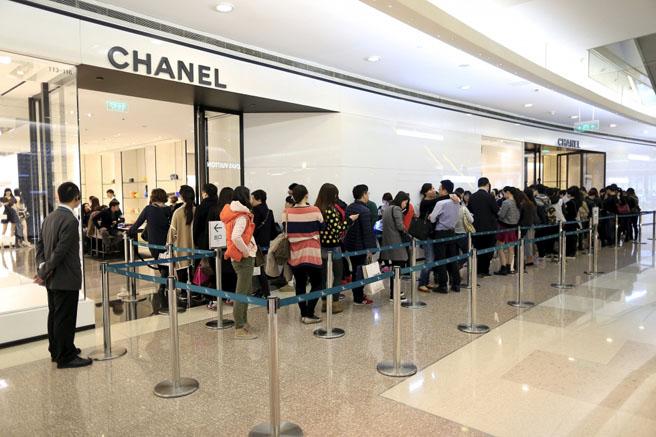 luxevn_chanel_shanghai_queue