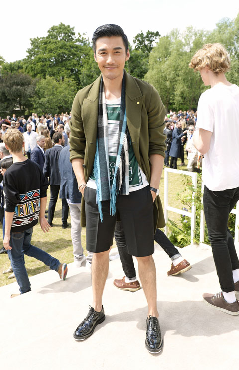 LONDON, ENGLAND - JUNE 15:  Hu Bing depart the Burberry Menswear Spring/Summer 2016 show at Kensington Gardens on June 15, 2015 in London, England.   Pic Credit: Dave Benett